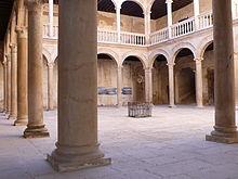 Grajal de Campos, patio del Palacio
